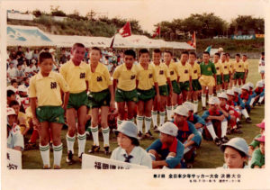 第2回全日本少年サッカー大会 開会式 今ではJリーグの下部組織や強豪有名クラブがたくさん出場している全日本大会。その始まって間もない時期の昭和53年に佐賀県代表として出場しました。