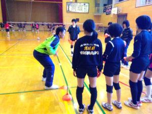 バレーボールの体幹トレーニングを実施